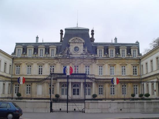 Av d'Alsace Lorraine. Préfecture,Conseil Général